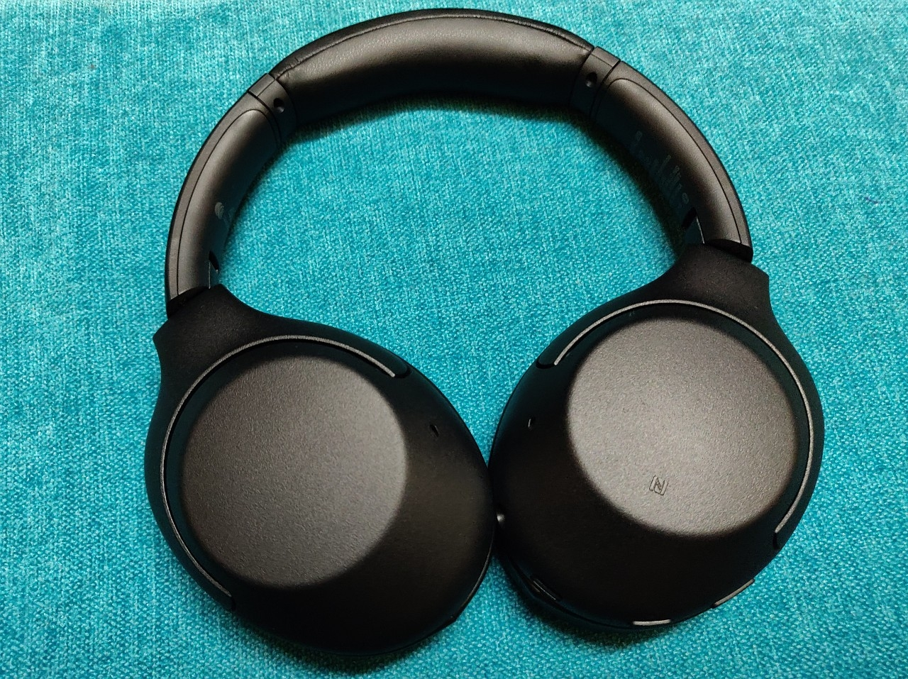 Sony Wh Xb900n Wireless Headphones Review A Feature Rich Pair For The Bassheads Tech Reviews Firstpost